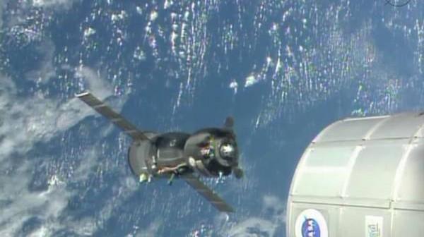 Sojuz TMA-09M w czasie manewru zmiany portu cumowniczego / Credits: ISS