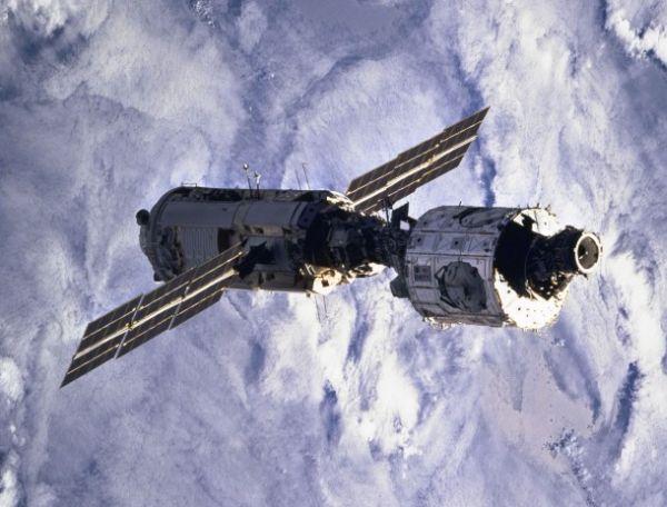 Stacja ISS pod koniec 1998 roku / Credits: NASA
