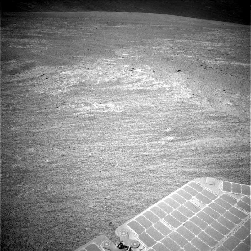 Zdjęcie z kamery NavCam łazika Opportunity wykonane 7 grudnia 2013 / Credits: NASA-JPL