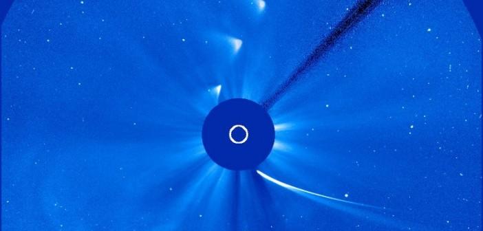 Przelot komety ISON dookoła Słońca / Credits - NASA, ESA, SOHO Movie Theater