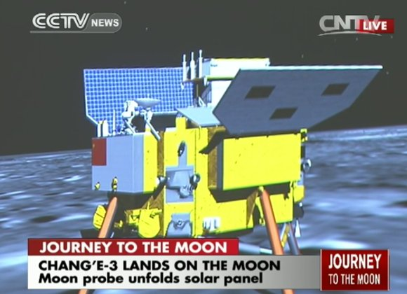 Rozkładanie paneli słonecznych Chang'e 3 / Credits - CCTV
