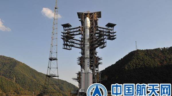 Na stanowisku startowym: rakieta CZ-3B z łazikiem Change-3, 1 grudnia 2013 / Credits: CSNA