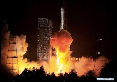 Start rakiety Długi Marsz 3B z satelitą Tupac Katari / Credits: Xinhua