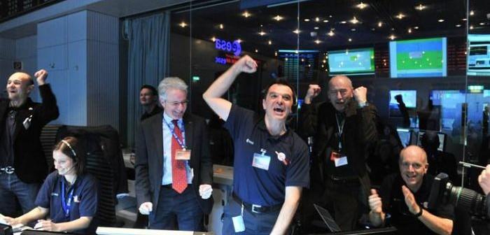 Radość w centrum kontroli w Darmstadt po uzyskaniu sygnału od sondy Rosetta / Credits: Jürgen Mai / ESA
