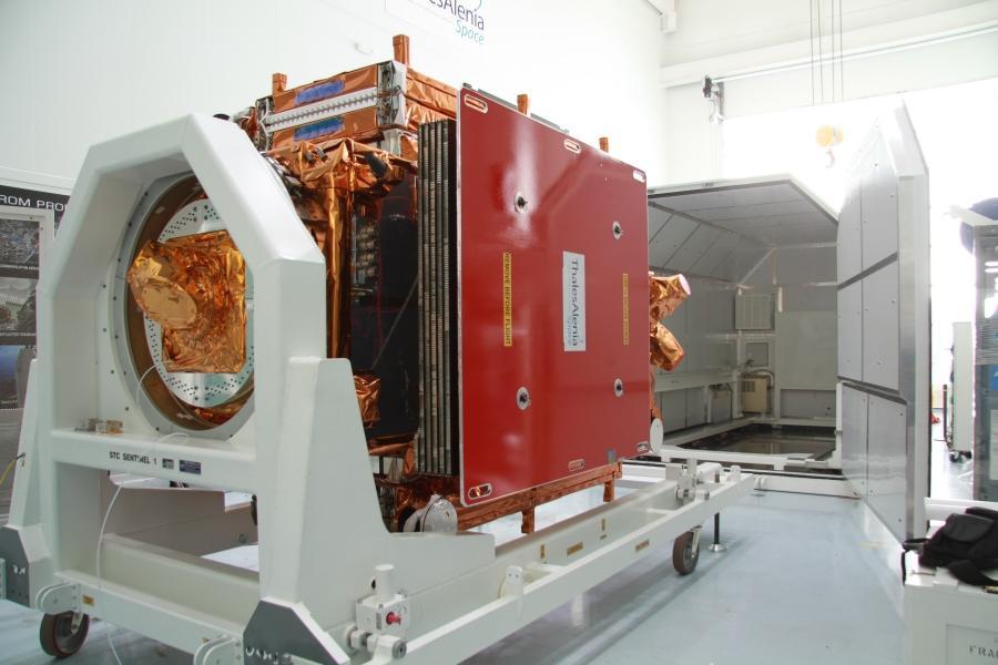 Sentinel-1A w trakcie przygotowań do wysyłki do Kourou / Credits: Thales Alenia Space