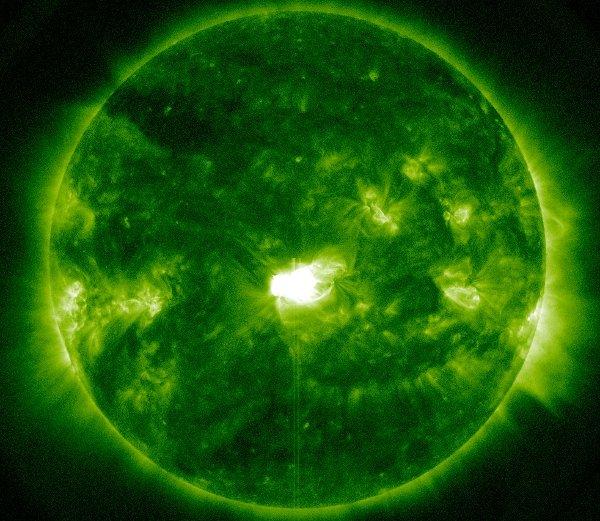 Rozbłysk klasy M3.7 z 12 lutego 2014 / Credits - NASA, SDO