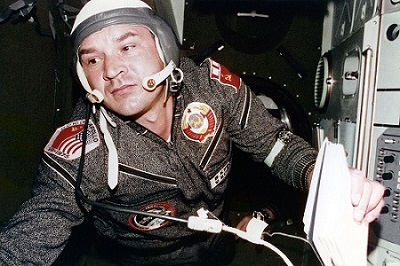 Walery Kubasow podczas lotu Apollo-Sojuz / Credits: NASA