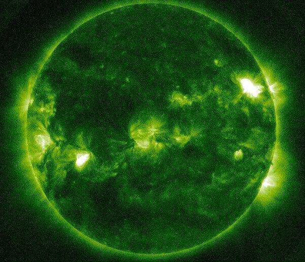 Kilka minut po fazie maksymalnej rozbłysku klasy M3.5 z 11 marca / Credits - NASA, SDO