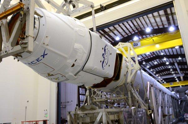 Kapsuła Dragon i rakieta Falcon 9 v.1.1 / Credits - SpaceX