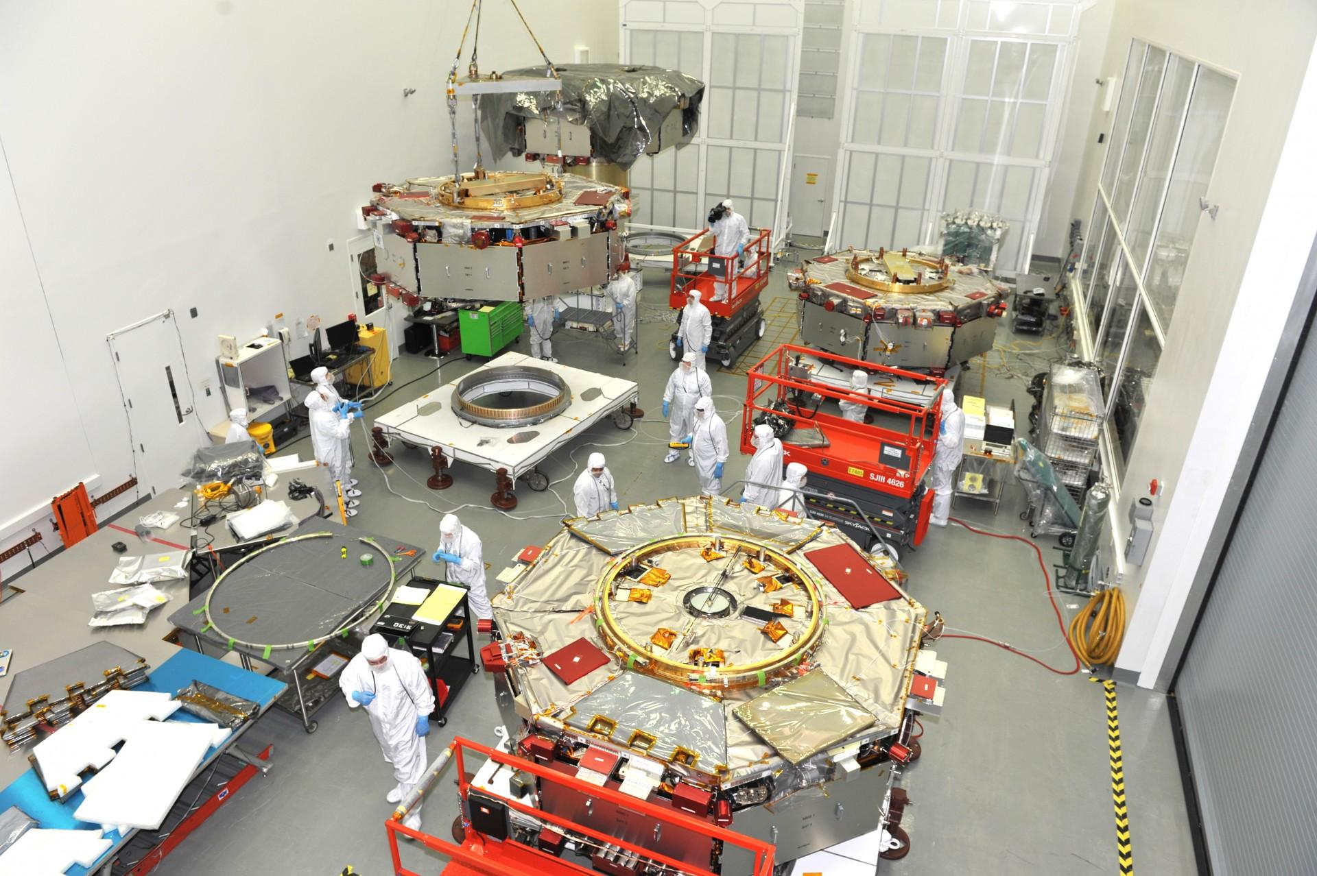 Łączenie satelitów MMS w hali