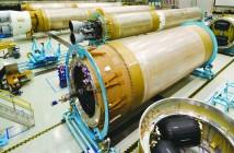 Człony rakiet Atlas V, wykorzystujące rosyjskie silniki RD-180, w hali produkcyjnej firmy ULA