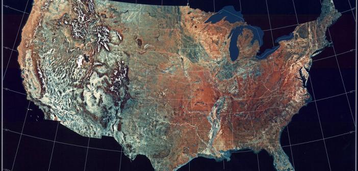 Topograficzna mapa USA wykonana przez instrument AVHRR satelitów NOAA-8 i NOAA-10, między majem 1984 a majem 1986 / Credits: NOAA