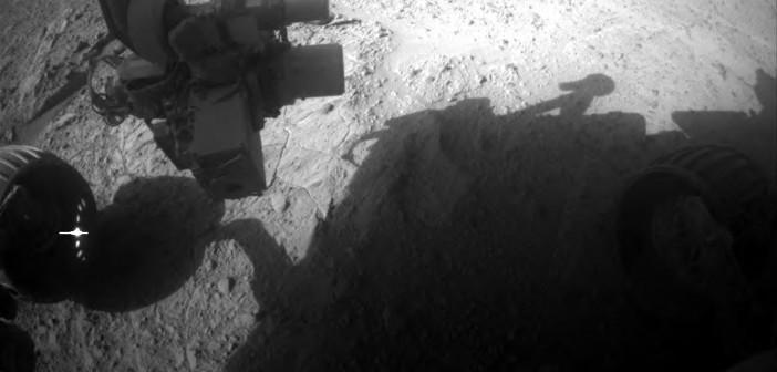 Obraz z przedniej kamery nawigacyjnej Opportunity, sol 3669 / Credits: NASA-JPL