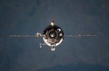 Progress M-20M podchodzący do ISS. Charakterystyczne anteny systemu Kurs-NA, podobne do kwiatu, widoczne są po prawej stronie, na wysokości panelu ogniw słonecznych / Credits: NASA