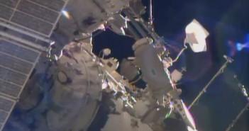 Prace podczas spaceru EVA-38 / Credits - NASA TV