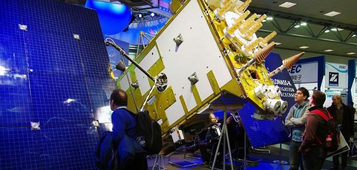Model satelity Glonass-M wystawiony na targach CeBIT 2011 / Author: Jürgen Treutler, License: CC-BY-SA 2.0
