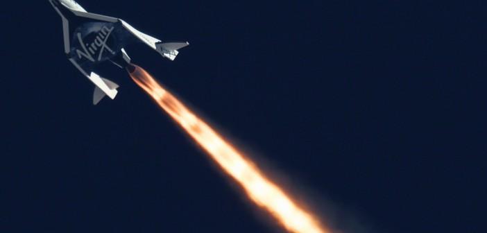 SpaceShipTwo firmy Virgin Galactic w trakcie swojego drugiego lotu z napędem, 5 września 2013 / Credits: MarsScientific.com i Clay Center Observatory