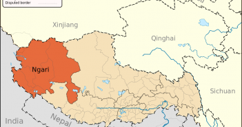 Położenie prefektury Ngari na mapie Chin i Tybetu / Credit: Keithonearth, License: CC-BY-SA-3.0