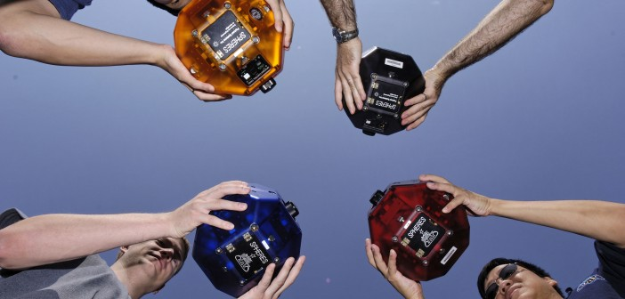 Roboty Spheres konkursu Zero Robotics / Credit: MIT