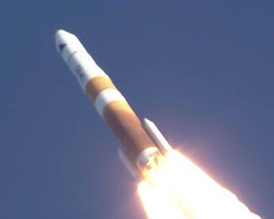 Start rakiety Delta 4 z satelitami GSSAP / Credits: ULA