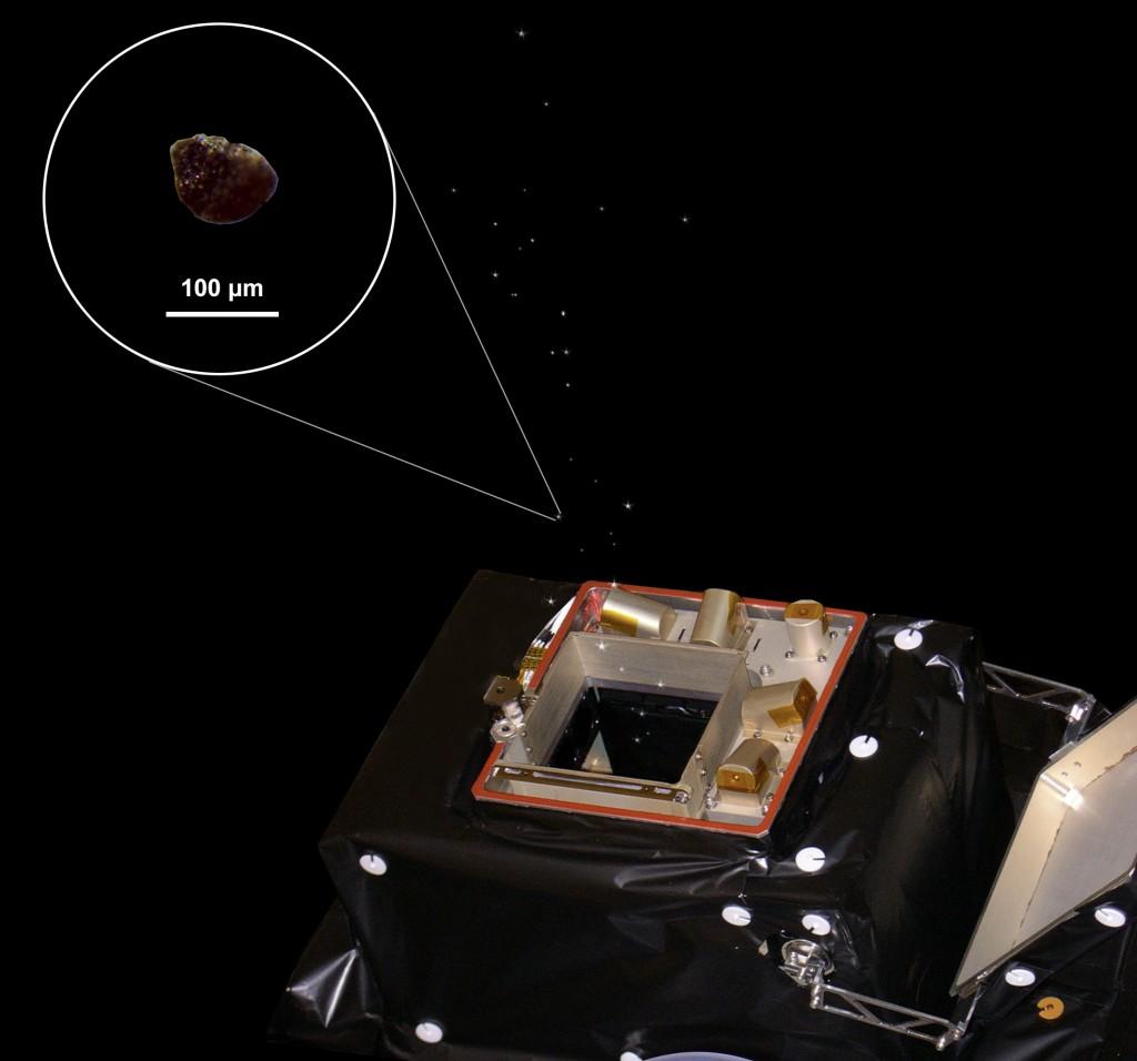 Wizualizacja procesu przechwytywania pyłu przez GIADA / Credit: ESA/Rosetta/GIADA/Univ Parthenope NA/INAF-OAC/IAA/INAF-IAPS