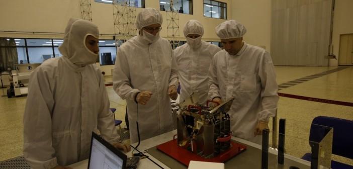 Przygotowania BRITE-PL Heweliusz do integracji z rakietą nośną / Credit: Satori
