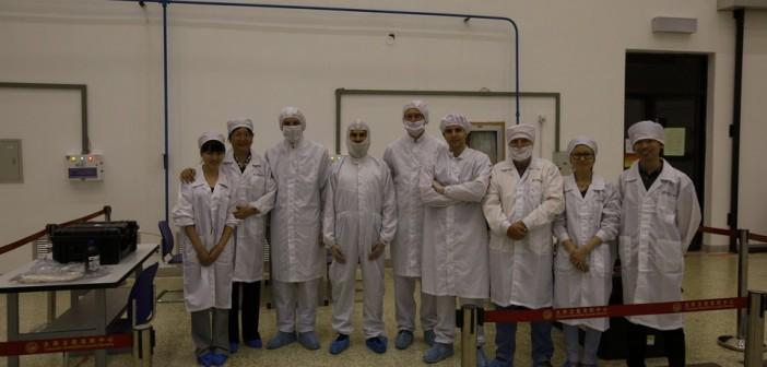 Chińsko-polski zespół integrujący BRITE-PL z rakietą nośną / Credit: Satori