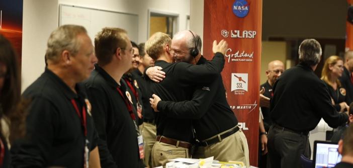 Radość obsługi naziemnej po potwierdzeniu wejścia MAVEN na orbitę Marsa