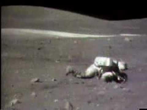 Utrata równowagi przez astronautę w trakcie księżycowej misji Apollo 16 (Credits: NASA)