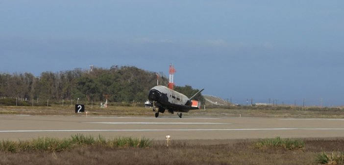 Lądowanie OTV-3 / Credits - 30th Space Wing, Vandenberg AFB
