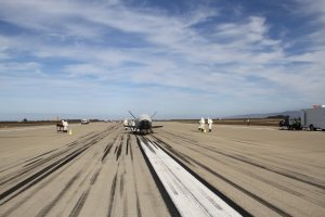 Po lądowaniu OTV-3 / Credits - 30th Space Wing, Vandenberg AFB