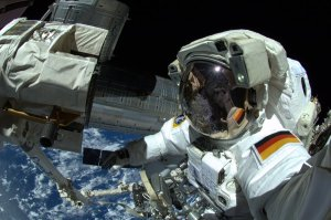 Alexander Gerst w trakcie EVA-27 / Credits - ESA