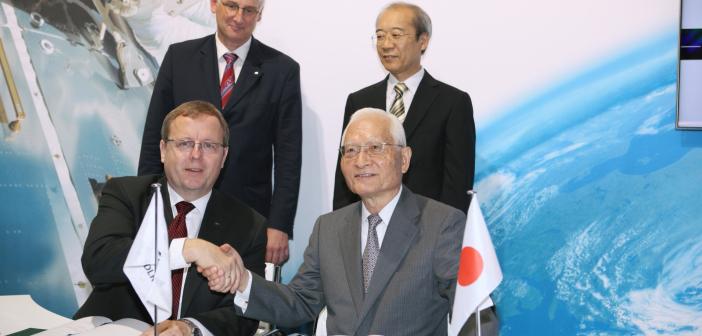 Podpisanie porozumienia między DLR a JAXA o MASCOT
