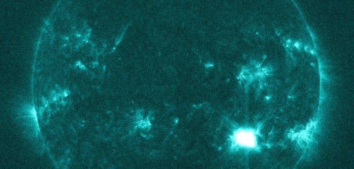 Dwie minuty po fazie maksylnej rozbłysku klasy M6.1 z 4 grudnia 2014 / Credits - NASA, SDO