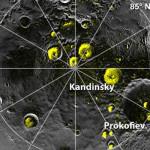 Kratery w okolicach bieguna północnego Merkurego, od których silniej odbijają się fale radiowe podczas obserwacji radarowych / Credits - NASA
