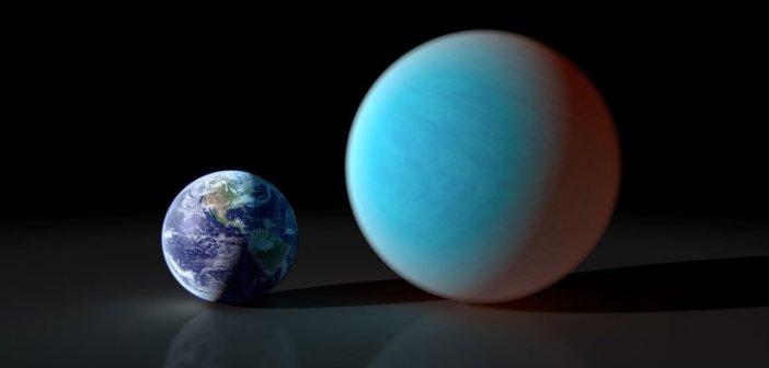Porównanie wielkości 55 Cnc e i Ziemi. Kolor 55 Cnc e nie odpowiada rzeczywistemu - prawdopodobnie w paśmie wizualnym ta egzoplaneta jest znacznie ciemniejsza / Credits - NASA