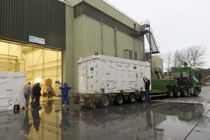 Oczyszczanie kontenera z satelitą Galileo FM06, ESTEC, 22 grudnia 2014