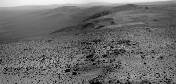 Widok z Cape Tribulation wykonany kamerą panoramiczną łazika Opportunity (sol 3901)