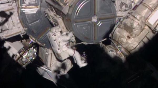 Astronauta podczas spaceru kosmicznego EVA-31 / Credits: NASA