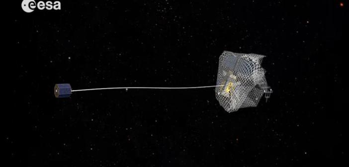 Przechwytywanie satelity za pomocą sieci - wizualizacja / Credit: ESA