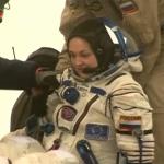 Jelena Sierowa po opuszczeniu Sojuza TMA-14M / Credit: NASA TV