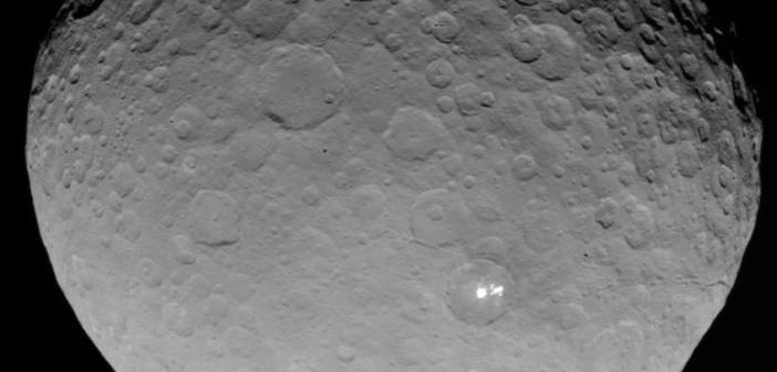 Jasne obszary na Ceres / Credits - NASA/JPL-Caltech/UCLA/MPS/DLR/IDA