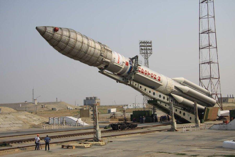 Rakieta Proton-M przygotowywana do startu. Zdjęcie z 2012 roku / Credits - Roskosmos