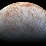 Powierzchnia Europy w naturalnych barwach - zdjęcie z sondy Galileo / Credit: NASA