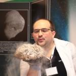 """""""Narodziny komety"""" na warsztatach kometarnych - Kosmos wokół nas w ZS 111 / Credit: Fundacja Edukacji Astronomicznej, Paweł Z. Grochowalski"""