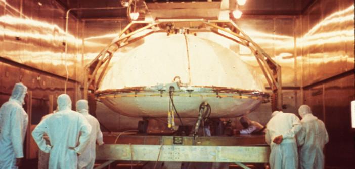 Sterylizacja lądownika Viking gorącym powietrzem. Credits: NASA