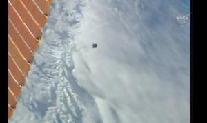 Sojuz TMA-17M zbliża się do ISS - widoczny tylko jeden panel słoneczny / Credits - NASA TV