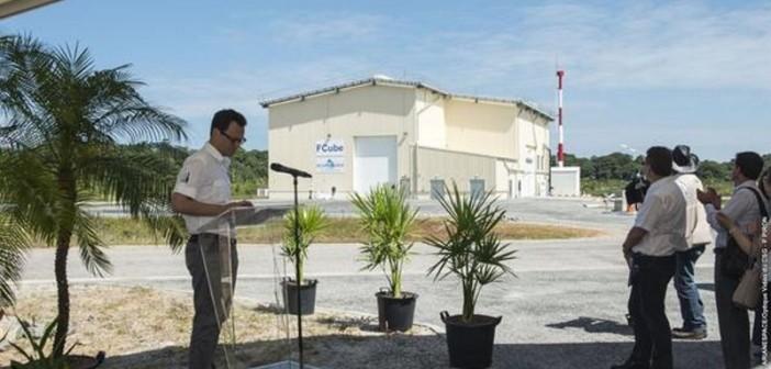 Stéphane Israël uroczyście otwiera budynek FCube, 16 lipca 2015 / Credit: Arianespace