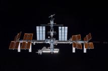 Międzynarodowa Stacja Kosmiczna przedstawiona na fotografii wykonanej przez członka załogi STS 132 promu kosmicznego Atlantis / Źródło: NASA