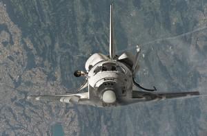 Discovery wykonuje manewr RPM - misja STS-114 / Credits - NASA